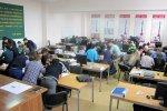 uczniowie na lekcji w liceum