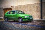 zielony samochód